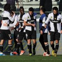 Il Parma festeggia dopo la vittoria al Tardini contro l'Atalanta