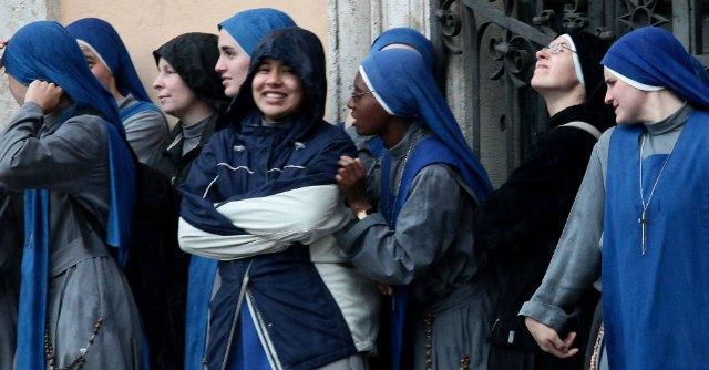 """Papa Francesco e la """"tratta delle novizie"""": rischi delle vocazioni dai Paesi poveri"""