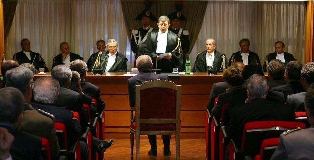 """Tagli ai superstipendi pubblici, la legge affonda. Il Tar: """"Lo Stato restitusca i soldi"""""""