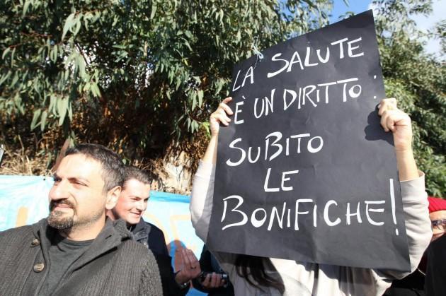 """Pozzuoli - Protesta comitati """"Terra dei fuochi"""""""