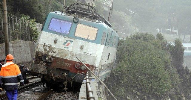 Treno deragliato Liguria