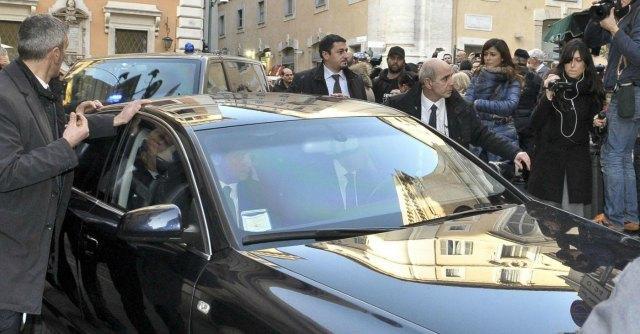 """""""Ho 85 anni e sono marxista. Per questo ho lanciato le uova contro Berlusconi"""""""