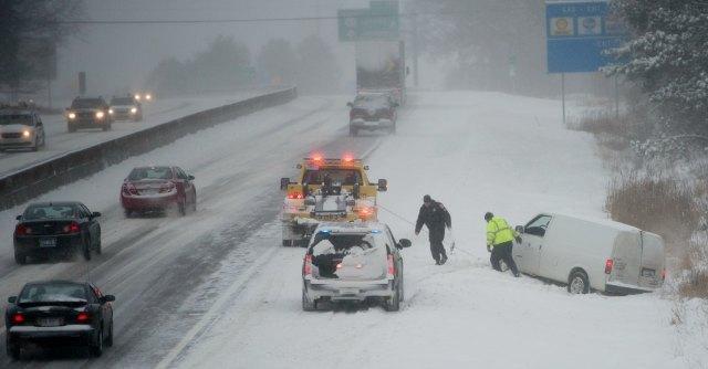 Usa, tempesta di neve si abbatte sul nord est: 9 morti e 4mila voli cancellati