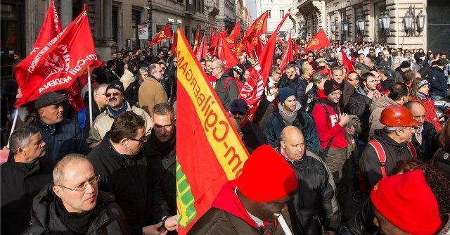 Modena, multe di 2500 euro per gli operai che scioperarono in corteo. Fiom fa ricorso