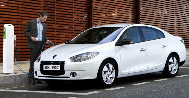 Renault, il flop della Fluence Z.E.: fuori produzione il progetto di auto elettrica