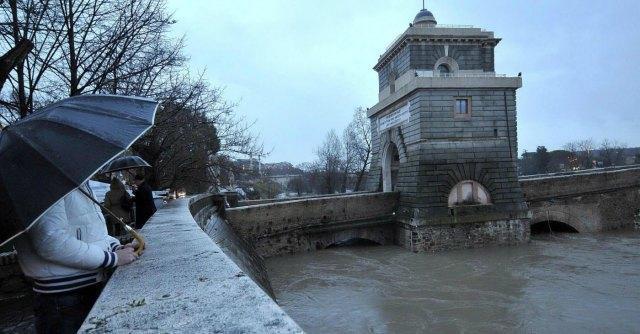 Maltempo, piogge su tutta Italia fino a martedì. Prosegue allerta per centro-sud