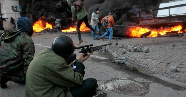 """Ucraina, """"oltre 100 morti"""". Evacuati palazzi del potere, catturati 67 agenti"""