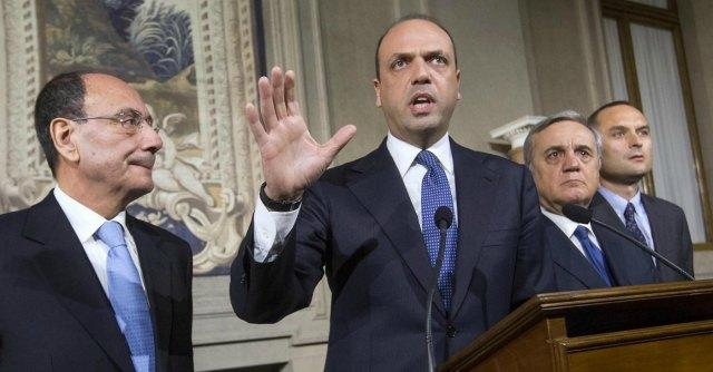 "Immigrazione, Alfano: ""300-600mila in Nord Africa pronti a traversate"""