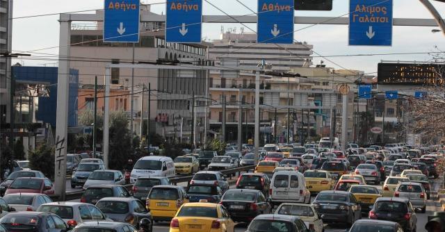 Crisi greca, la mossa disperata di Atene: una tassa sui chilometri percorsi in auto