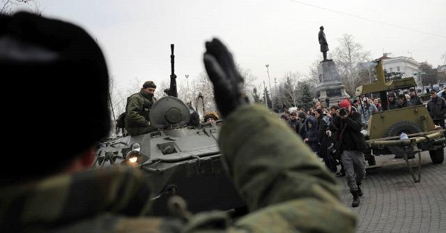 """Ucraina, Yanukovich """"ricompare"""" in Russia. Occupato Parlamento in Crimea"""