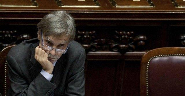 """Governo Renzi, Delrio: """"Tassa sui bot"""". Ma Palazzo Chigi smentisce: """"Non prevista"""""""