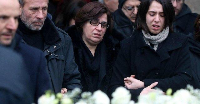 """Cutrì, i funerali del fratello Antonino. La madre: """"Non c'è più niente, non c'è Dio"""""""