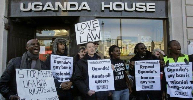 """Uganda, giornale pubblica nomi e foto di 200 gay. """"Omossessuali sono disgustosi"""""""