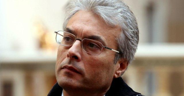 """Abruzzo, """"pressioni su cliniche private"""". Indagati ex presidente Chiodi ed ex assessore"""
