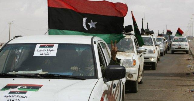 """Libia, miliziani ribelli assaltano il Parlamento. Il governo denuncia: """"Golpe"""""""