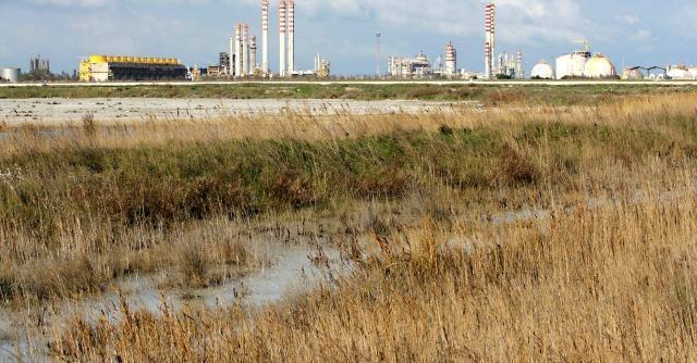 Brindisi, la discarica dei veleni nell'area protetta dal Piano paesaggistico regionale