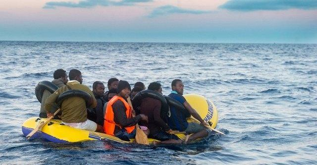 """Spagna, """"proiettili di gomma e piombo contro migranti poi respinti in Marocco"""""""