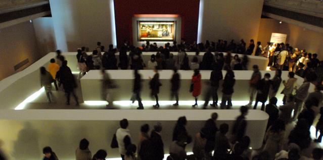Visita al museo nascosto: migliaia di tesori nei sotterranei, che non vedrete mai