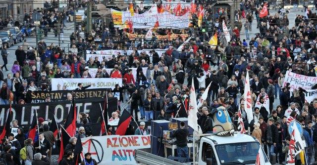 """Tav, mobilitazioni in tutta Italia contro """"le grandi opere inutili"""""""
