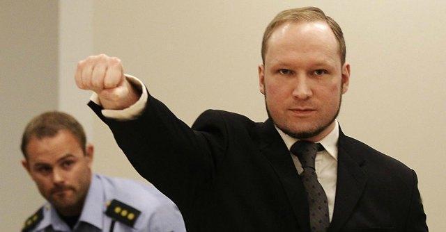 """Breivik minaccia lo sciopero della fame: """"Playstation vecchia è una tortura"""""""