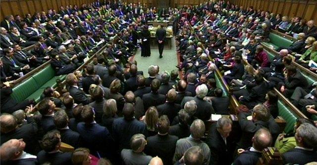 Uk, il partito conservatore spiega ai parlamentari come non pagare gli stagisti