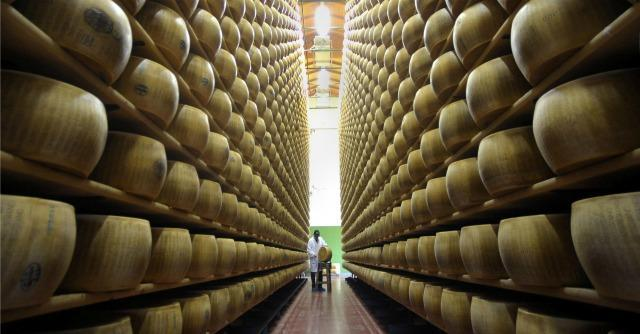 Embargo russo, stop agli aiuti Ue per i produttori di formaggi. Troppi furbi