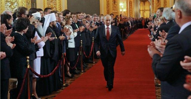 Ucraina, la Russia ritira gli aiuti. Blindati russi arrivano a Sebastopoli