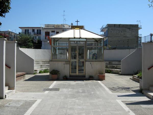 Architettura & altro: uno spazio vuoto chiuso tra case