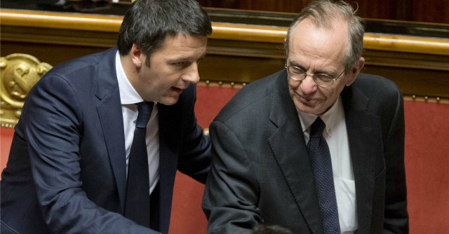 """Renzi promette tagli alle tasse sul lavoro e """"miliardi alla scuola"""". Ma non fa numeri"""