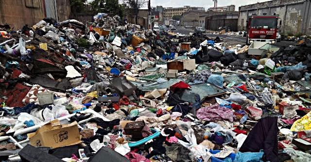 Campania, dopo 20 anni emergenza rifiuti senza colpevoli. Restano i commissari