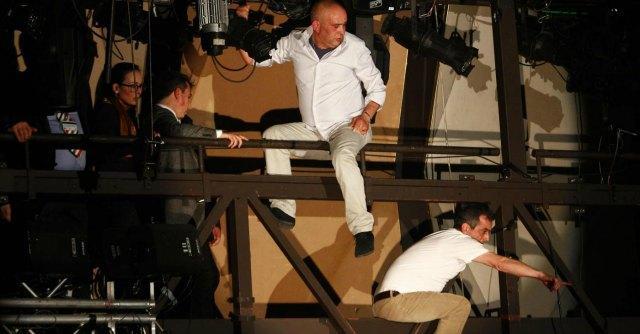 Sanremo 2014 - protesta di due lavoratori