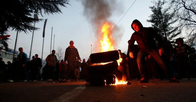 Bosnia, esplode la protesta: oltre 200 feriti. Palazzi del potere in fiamme