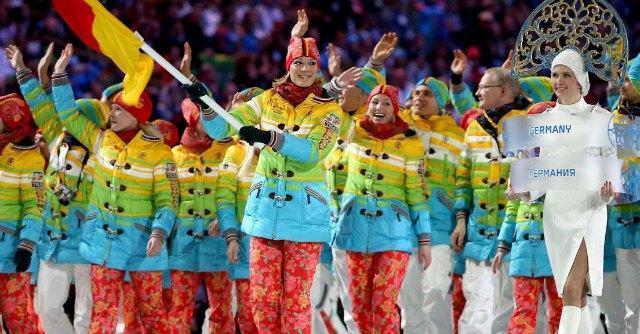 Olimpiadi Sochi, atleti tedeschi sfilano con colori arcobaleno. Arrestati 23 attivisti gay
