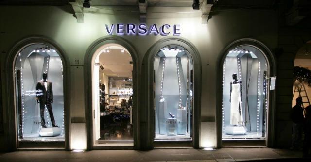 Versace, firmato l'accordo con Blackstone. Il fondo americano si prende il 20%