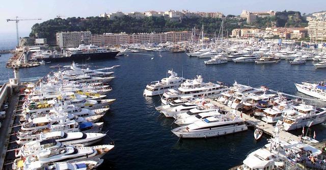 Evasione fiscale, quando governa B. gli italiani truffano meglio: ecco la prova