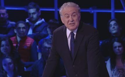"""Servizio Pubblico, Santoro: """"Renzi ha le ali, bull in the wind"""""""