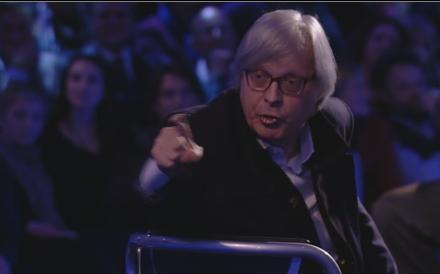 """Servizio Pubblico, Sgarbi si infuria col pubblico: """"Capra, capra!"""""""