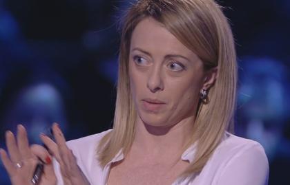 """Servizio Pubblico, Meloni (Fdi): """"Euro? Sono d'accordo con Le Pen"""""""