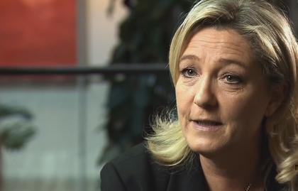 """Servizio Pubblico, Le Pen: """"Abbandonare l'euro. Stipendi italiani come quelli rumeni"""""""