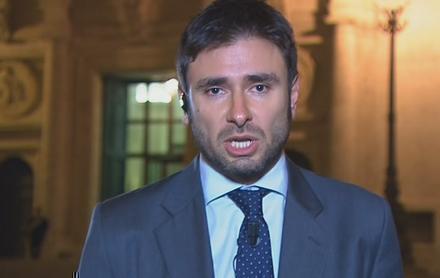 """Servizio Pubblico, Di Battista vs Marchini: """"La governabilità si ha solo con parlamentari liberi"""""""