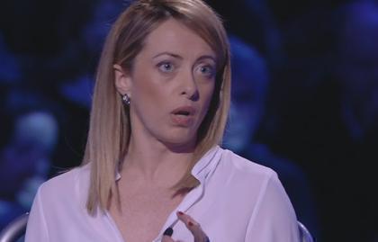 """Servizio Pubblico, Meloni: """"Inorridita per Renzi che va da Merkel"""""""