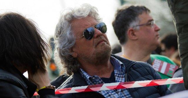 """Grillo: """"Obama viene a vendere gas. Teme tagli a F35. Dai giornali menzogna unica"""""""