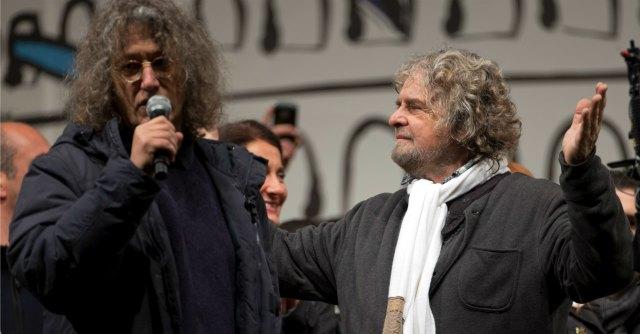 """Grillo: """"Renzi lo sciacallo a Senigallia. Attenti alla peste rossa e agli untori Pd"""""""