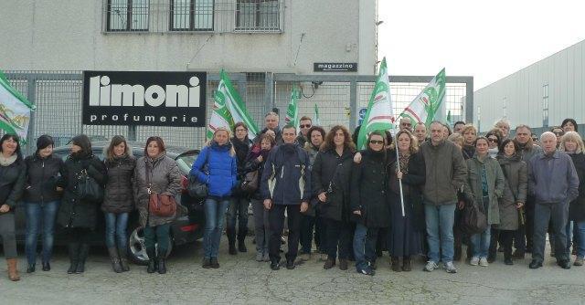 Limoni profumerie, a rischio stabilimento di Bologna. Lavoratori in sciopero