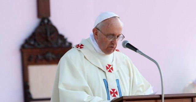 """Papa Francesco contro i media: """"Peccati grossi disinformazione e calunnia"""""""