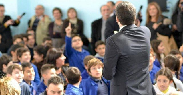 Renzi visita scuola a Siracusa intitolata a vittima di mafia, ma la sorella resta fuori