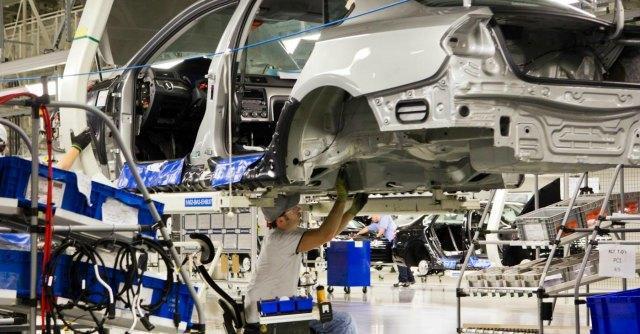 """Industria, Istat: """"Produzione in calo: a luglio -1%"""". Deflazione in 15 grandi città"""