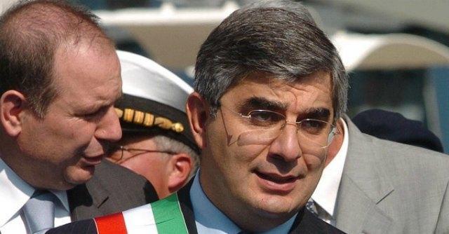 """Regione Abruzzo, """"dimissioni se presidente imputato"""". Ma D'Alfonso: """"Valuterà il Pd"""""""
