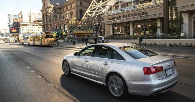 Auto connesse ai semafori per risparmiare benzina. Arriva l'Audi traffic light system