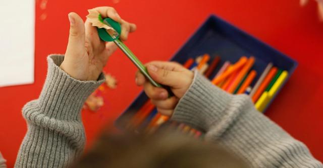 """Spagna, allarme Caritas sulla povertà infantile: """"Colpiti 3 milioni di bambini"""""""
